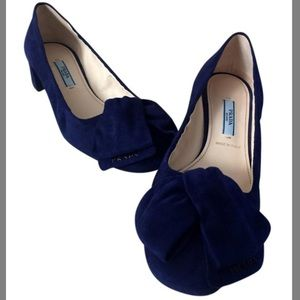 38 PRADA Navy Suede Low Block Heel Pump w/ Bow Toe